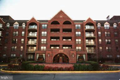 Large 1 Bedroom, 1 Bathroom with garage parking in N Arlington. Great location for commuters- on Lee Hwy, near I-66, Rt 29, Key Blvd, Wilson Blvd, Rt 50. 3 Metros w/in 1 mile- Courthouse, Rossyln, and Clarendon! Washer/Dryer in unit. Large closets. Balcony overlooks pool & tennis courts. Garage Parking. Desk in Lobby. 20 lb limit for pets. $50/person app. fee & app. online. $100 onboarding fee to PMA upon Lease. *Avail June 1 move in!