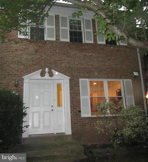 5771 Heritage Hill Dr, Alexandria, VA 22310