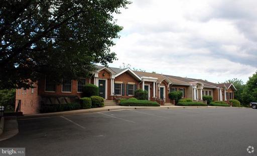 10195 Main, Fairfax, VA 22031