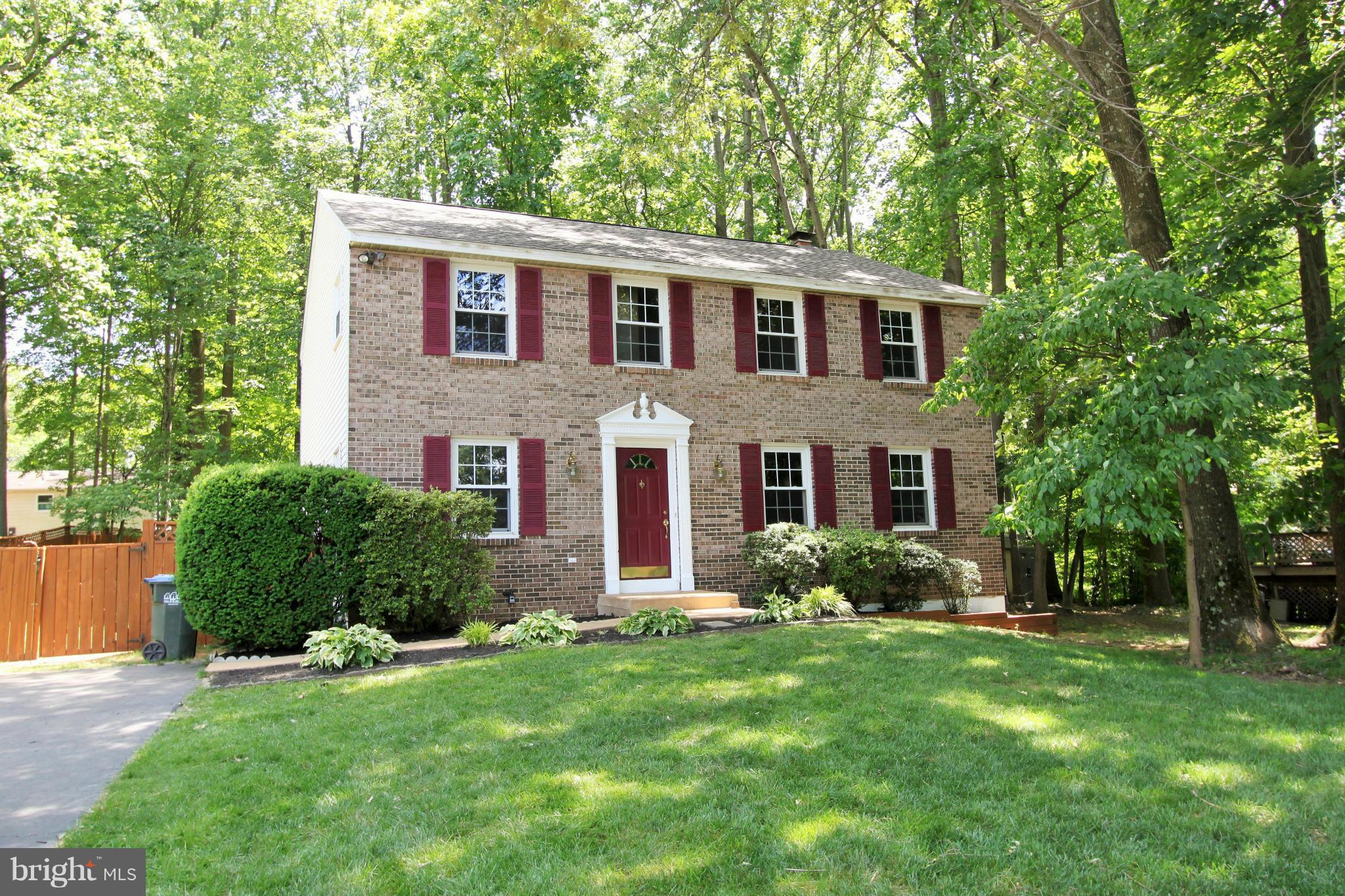 BEAUTIFUL COLONIAL ON QUIET CUL-DE-SAC. MASTER WITH DRESSING AREA, VANITY AND WALK-N CLOSET. LARGE BEDROOMS. FORMAL LIVING ROOM WITH BUILT-IN BOOKSHELVES, FIREPLACE IN FAMILY ROOM OFF OF EAT IN KITCHEN. ALL NEW CARPET, FRESH PAINT AND NEW ROOF.