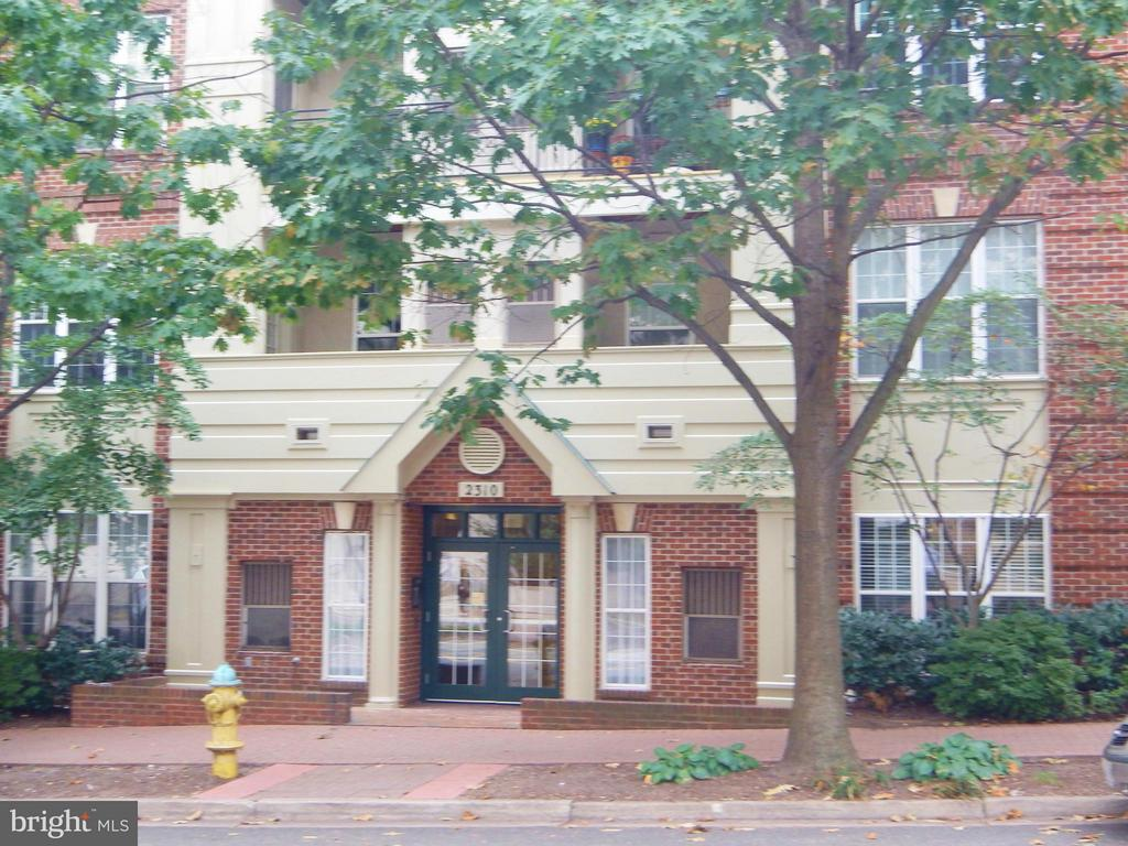 2310 14th St N #208, Arlington, VA 22201