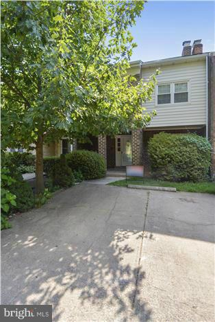 1105 Moorefield Hill Ct SW