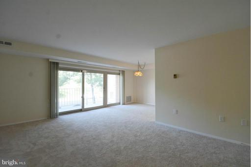 5250 Valley Forge Dr #214, Alexandria 22304