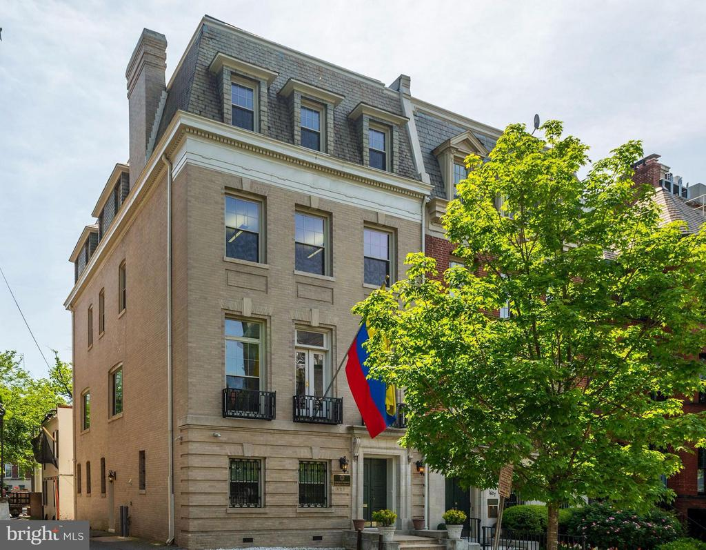 Elegant, renovated manse w/4-6 parking spaces. Formerly used as an embassy, it's move-in ready. Approx 5,500SF on 4 lvls. Grand, wide staircase is capped by a large skylight, illuminating the property w/ sunlight. Wood floors throughout upper lvls; kitchenette, baths & fireplace on ea. level. The property could easily be transformed into a grand residence. Location!