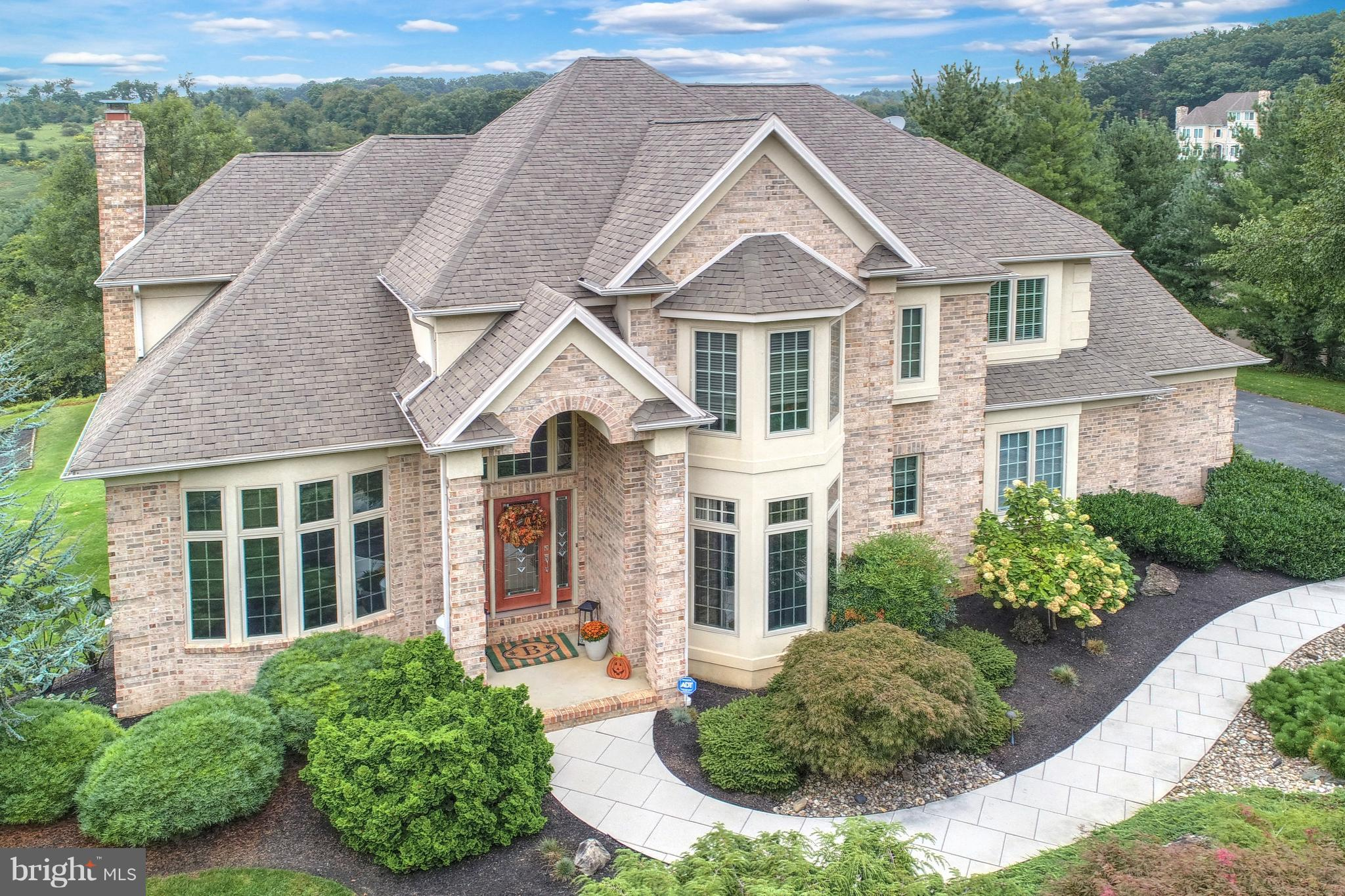 2816 DEER CHASE LANE, YORK, PA 17403