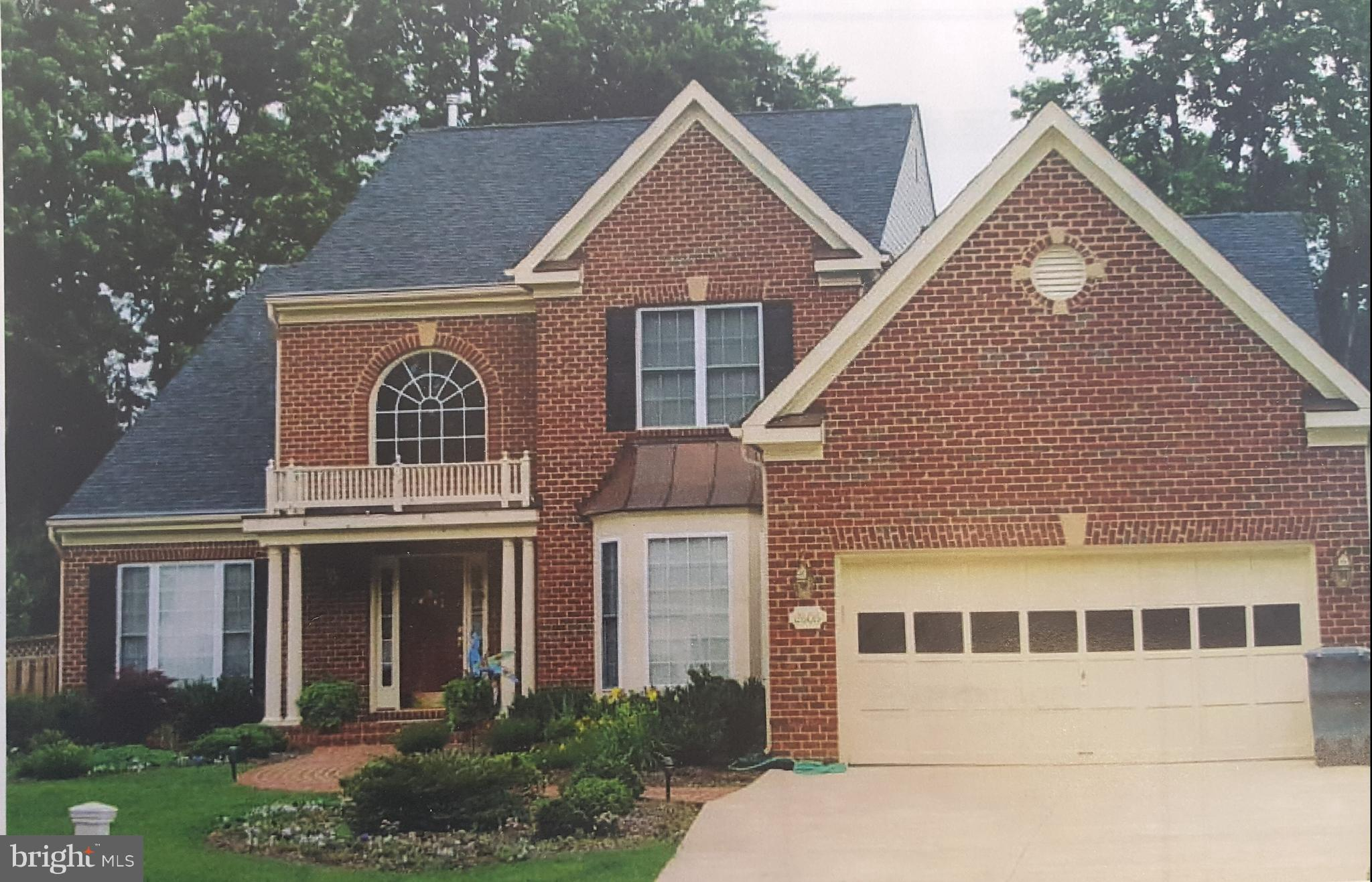 **Price Reduced** Price reflects construction financing discount. Whoa!  First Floor MBR in NoVA for less than $1M!  Our Plan / Your Design.  Low $ HOA.  Beautiful new construction home, design for yourself, great for entertaining and low maintenance. Gleaming hardwood floors, Granite, SS Appliances. Over-sized bedrooms & tons of closet space. Built by Wakefield Homes, 50-yr NoVaA Custom Builder!