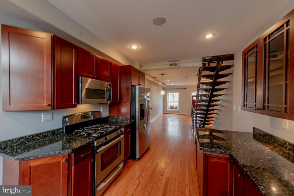 THIS IS THE ONE YOU'VE BEEN WAITING FOR! Wonderful 4-BR Fed Hill rental that's close to EVERYTHING,! This great home features  3 above-grade bedrooms plus a 4th bedroom in the basement with it's own private half-bath! Walk to Fed Hill dining & night spots; it's only steps away from Riverside Park and close to grocery, shopping & commuter routes too! Gleaming hardwood floors, exposed brick, a speaker system, wet bar, SS appliances & granite counters too.  The best city view you'll ever see on this fantastic ROOFTOP DECK!! Pets allowed on a case-by-case basis. Available for immediate occupancy. Don't miss out on this one!  WELCOME HOME!
