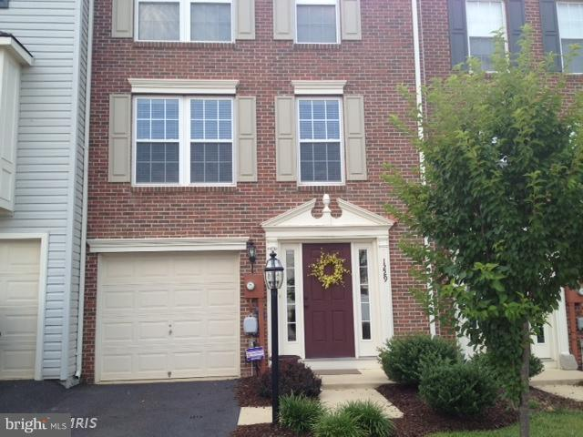 Absolutely immaculate 3 story townhome in the highly desired community of Fairfax Crossing.  Upgraded with many nice features including but not limited to wood floors, granite counters, and master bedroom suite with walk-in closet and seperate shower & soaking tub.  A must see rental property.  $1,600 per month & $1,600 in security required.