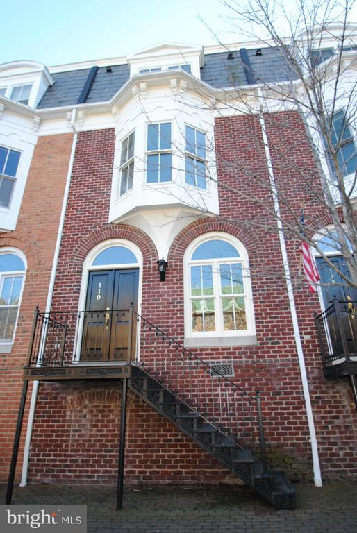Elegance abounds in this light filled & classic, federal style, all brick town home just steps from river & short walk to restaurants & shops. Located in the heart of Old Town w/ views of Potomac River & Founders Park, High ceilings, hardwood floors, fine moldings & 2 gas fps. SS appliances, under mount sink & granite counters. Private, fenced patio opens to parking w/ 2 assigned spots.