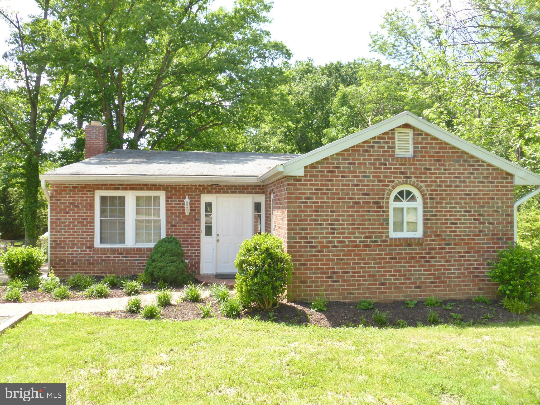 4 BR / 3 BA 2 Level Rambler on Oversized Lot! Some updates, could use some TLC. Some updates are in progress. Great inside the Beltway location! So convenient to 395/495, Mark Center, Pentagon, DC!