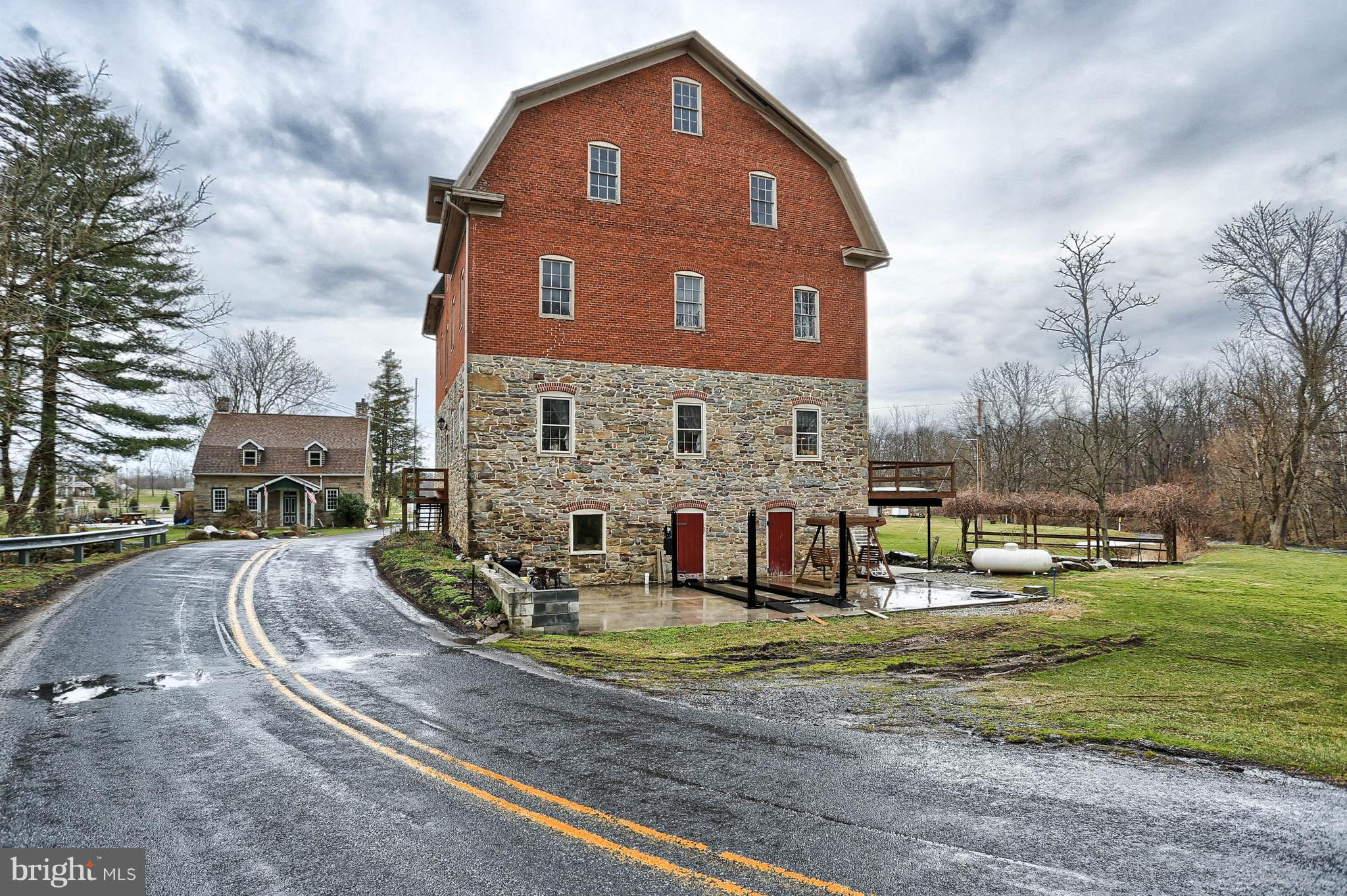75 FLESHMAN MILL ROAD, NEW OXFORD, PA 17350