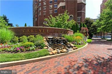 Townhome living on the 19th floor. This 2 level 3 MBR/3.5 BA home includes 2 enclosed balconies with views, that can be used as a den, office or sitting room. Wood floors, SS appliances, laundry room w/full-size W/D. 2 garage spaces & 2 storage rooms included. Enjoy the pool, 2 gyms, tennis, putting green, 24hr security, and more. Blocks to King St Metro, Whole Foods, shops, movies & restaurants