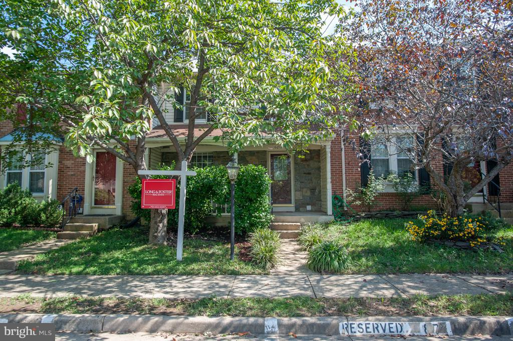 Move-in ready 4BR 3.5BA TH backs to trees & features new windows, updated BAs, hardwoods & upgraded KIT w/new stainless apps & granite! Formal Dining Rm w/chair rail opens to bright Living Rm. Huge MBR boasts vaulted ceiling, 2 closets & MBA w/glass shwr. 2nd/3rd BRs also have vaulted ceilings & share hall BA w/shwr-tub. LL offers 4th BR, Bonus Rm, BA w/shwr & door to fenced yard. Near 95!
