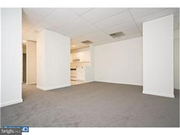 This 2 bedrooms, 1 bath offers fabulous living space. Wonderful sized living and dining area. Located in the heart of CENTER CITY. This intimate building featuring only 2 apartments per floor.Steps away from dining, shopping, and night life.