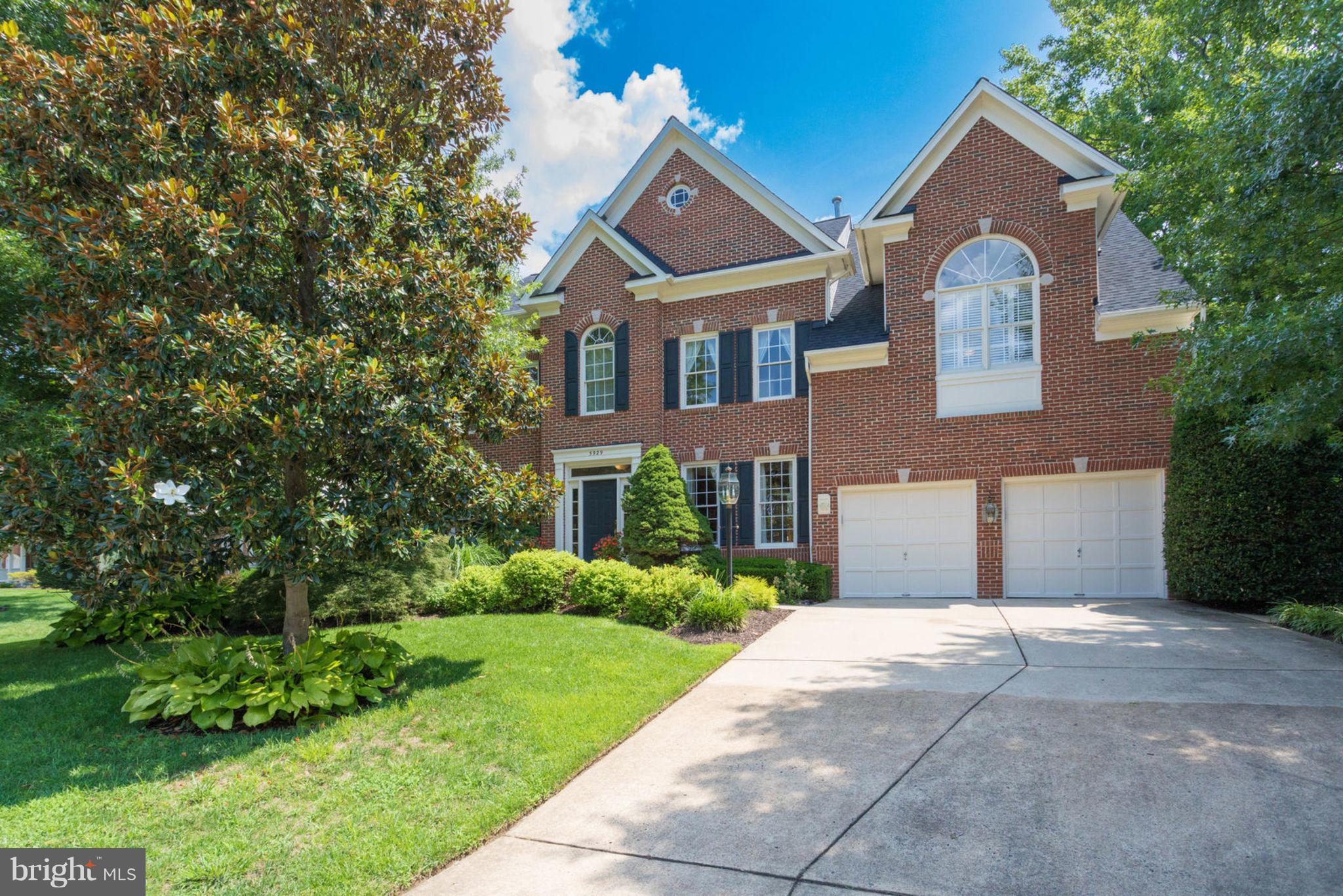 Near Wilton Woods, rarely available Victoria Oaks Colonial loc on a cul-de-sac; 3-fin lvls, 4 BRs, 6.5 BAs, 3 bonus rms that can easily function as BRs, 2-story great rm & gourmet kitchn~ both w/wlkout to bckyrd; lower lvl fam rm & rec rm w/full ktchn & walk-out stairs to fabulous fenced bckyrd w/in-grd pool & spa, water fountain, patio & lush lndscpng. Roof 2018; HVAC Zone 1 2015 & Zone 2 2017