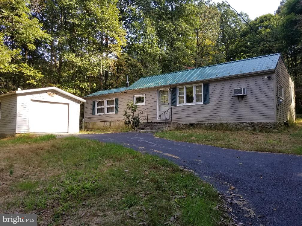 70 CEDAR STREET, MOUNT HOLLY SPRINGS, PA 17065