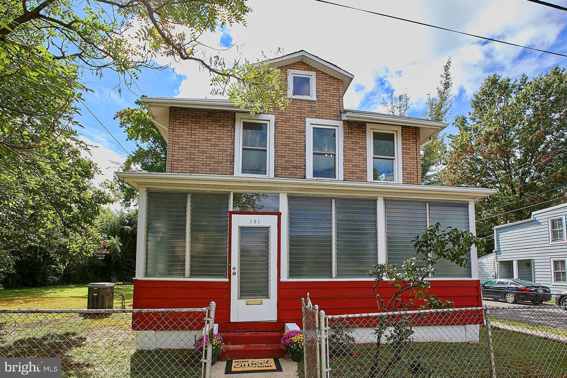 """This home is one not to miss! Step back in time with this traditional-style house built in 1912. Includes many original appointments such as HW floors thru-out, tall ceilings, arch. details, etc.; 3 BD/1BA, bright & sunny int.; Large flat yard ready for your landscaping touches; prime location in heart of Del Ray, 1 blk off Mount Vernon Ave. """"SOLD AS-IS"""". Sales offer deadline: 10.02.18, 5:00 pm."""