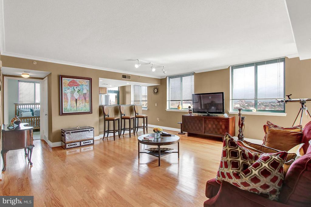 Captivating contemporary condo in downtown shows like a model. The amenities are endless from hardwood, gourmet kitchen, master suite, open floor plan and multiple balconies that exhibit breathtaking views of the city. With the pool, gym, business center & community room; experience the epitome of luxury and maintenance free living at a reasonable cost. Price reflects a fully finished furnished unit.