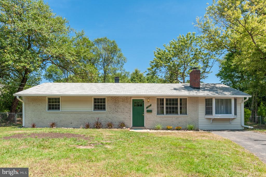 Wonderfully updated & move-in ready rambler on 0.28ac lot boasts a new roof, upgraded KIT w/granite, stainless apps & modern cabinetry, new carpet & fresh paint! Amazing Family Rm w/vaulted ceiling features lots of windows, a wood stove & SGD to fenced backyard. Living Rm enjoys fireplace & Den w/vaulted ceiling offers bay window & door to exterior. Spacious MBR has private MBA w/shwr. Near 495!