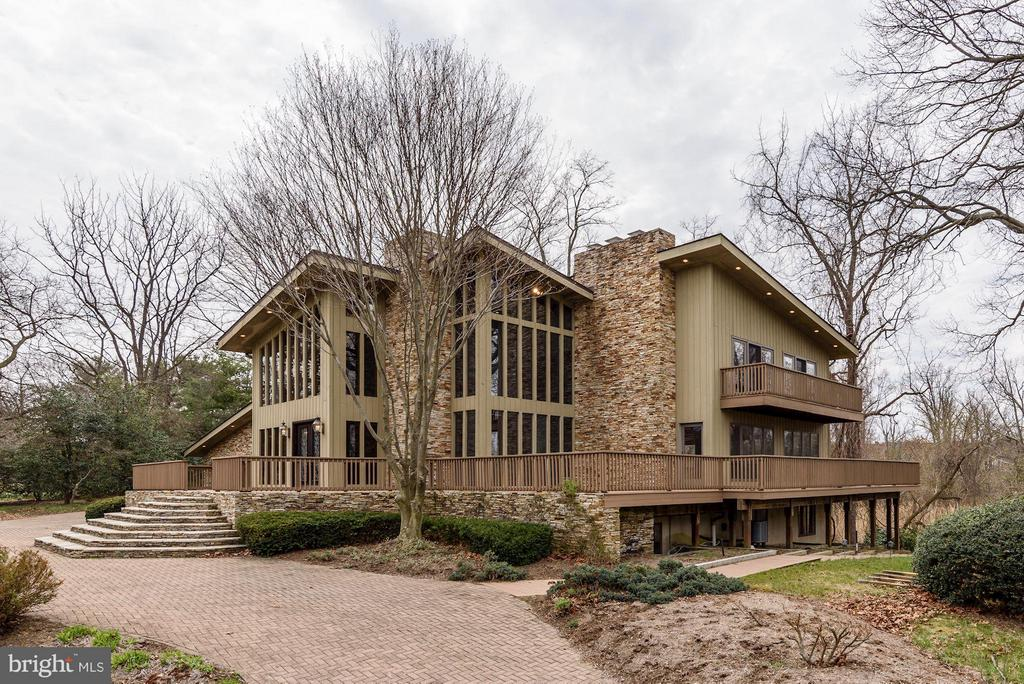"""REDUCED""  Ulmstead at its best!-highly sought after water community-3 story custom contemporary w/stunning unobstructed waterview of the Magothy- exceptional curb appeal-5 BR-3.5 baths-5 Fps-wood floors,floor-to-ceiling windows-MBR w/his & her bathrooms-dance studio-wine cellar-5400+SF of Liv Sp-multiple decks-3 car garage-Comm:marina,pier/dock,beach,pool,tennis,clubhouse, Broadneck Schools! JUST WONDERFUL"