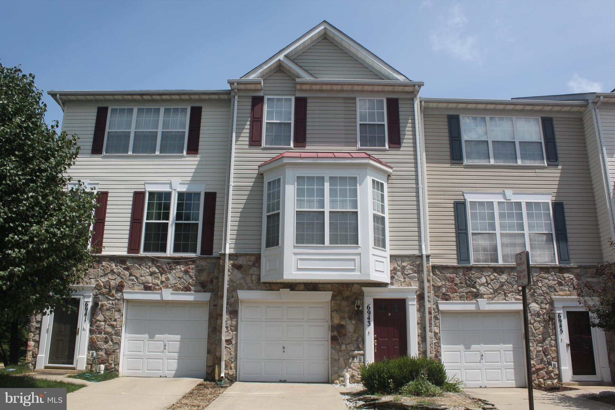 Awesome Location in the Heart of Kingstowne. 3 Bed/3.5 Bath. LR off Kitchen with Breakfast Bar features Fireplace and access to spacious Deck overlooking private Fenced Yard. Separate formal DR highlighted by Bay Window. Upper Level Master Bed with vaulted ceiling,2 double-door closets and own bath; 2nd MasterBR+en-suit bath & convenient Laundry Area.Inviting 3rd BR with Full Bath on Garage Level