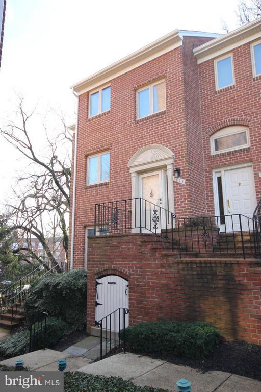 1813 N Uhle St #1, Arlington, VA 22201