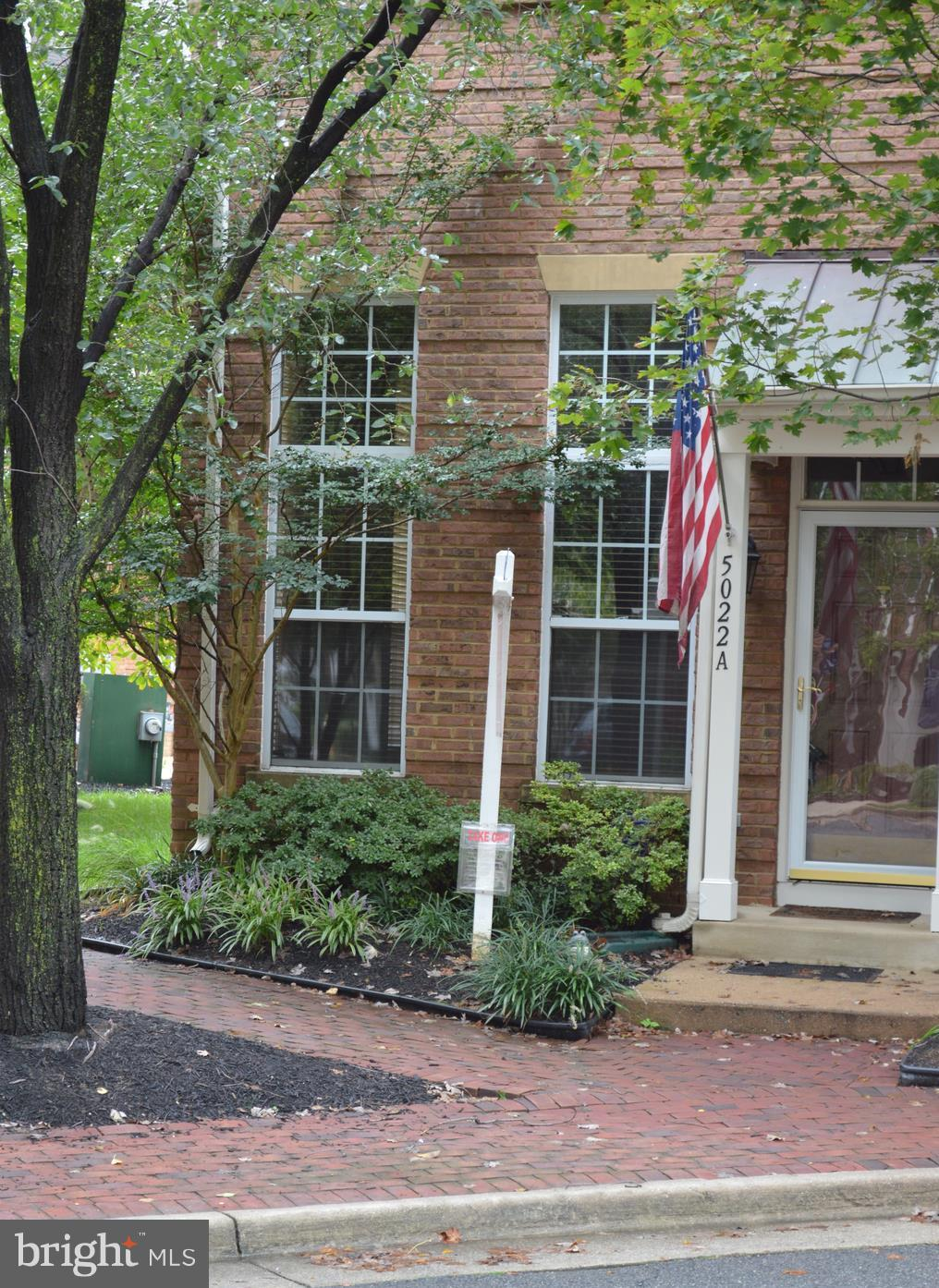 Vacant, END unit 2 story Townhouse. NEW HVAC & water heater installed 9/12/18. 2 bedrooms & 2 full baths up & 1/2 bath on main level with gas fireplace. NEW in 2013; Granit counters in Kitchen, Hardwoods, Carpet, paint throughout. One car garage & one extra assigned parking space. 1 mile to metro station. Near shopping, walk to Cameron coffee shop, fitness center, day care - pool, Brenman Park.