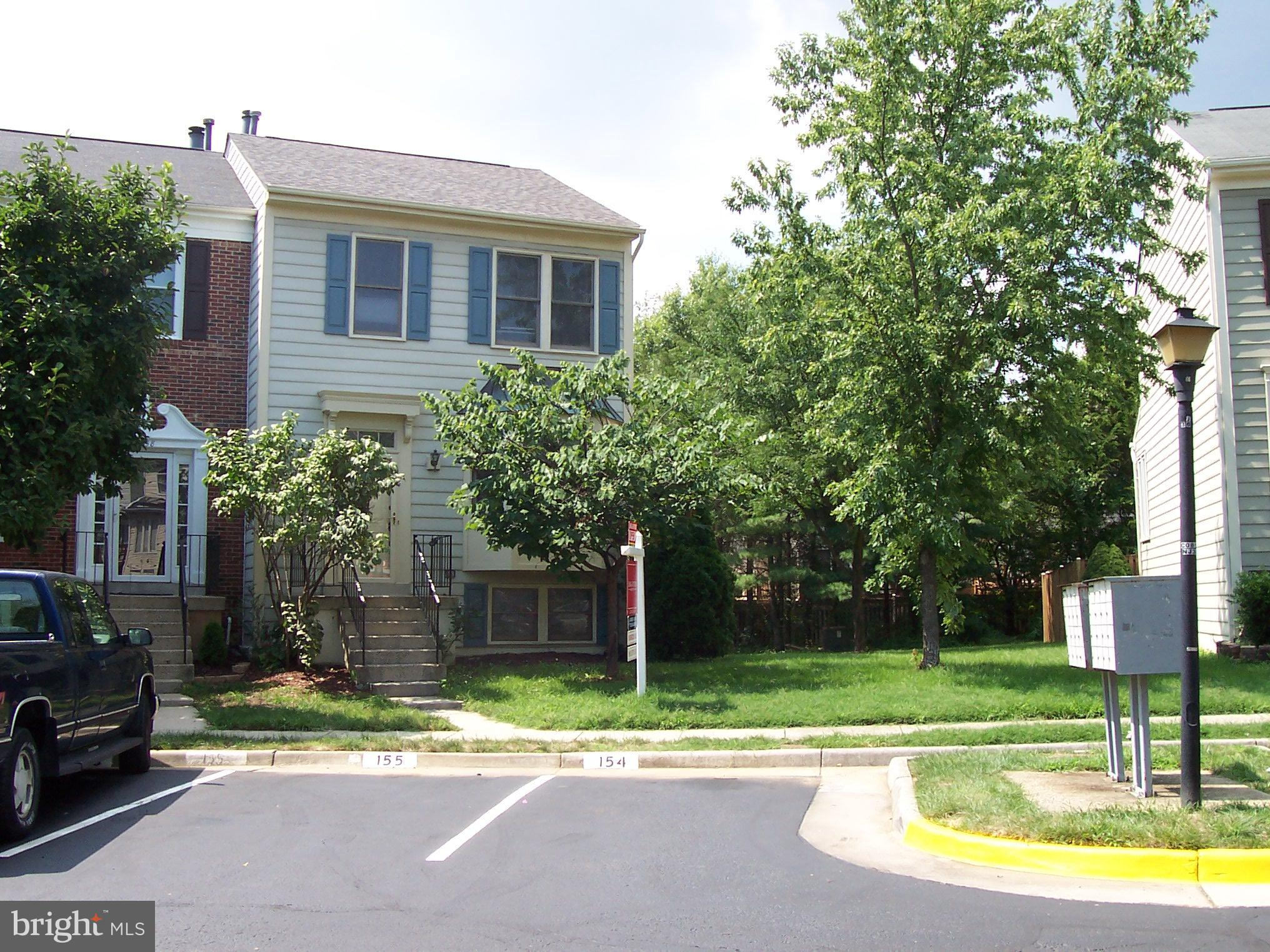 PRICE REDUCED. Nice 3 level, 3 BR , 3 1/2 Bath,End unit townhouse in Kingstowne for under $500,000. Updated, Granite Counters,Skylights. New Roof, Hot Water Heater and Washer in 2018.Two level deck, Lower level has full bath &  Rec Room With Fireplace. Walk out to lower level deck. Easy access to Springfield Metro, I-395 FFX Co Pky & Pentagon.