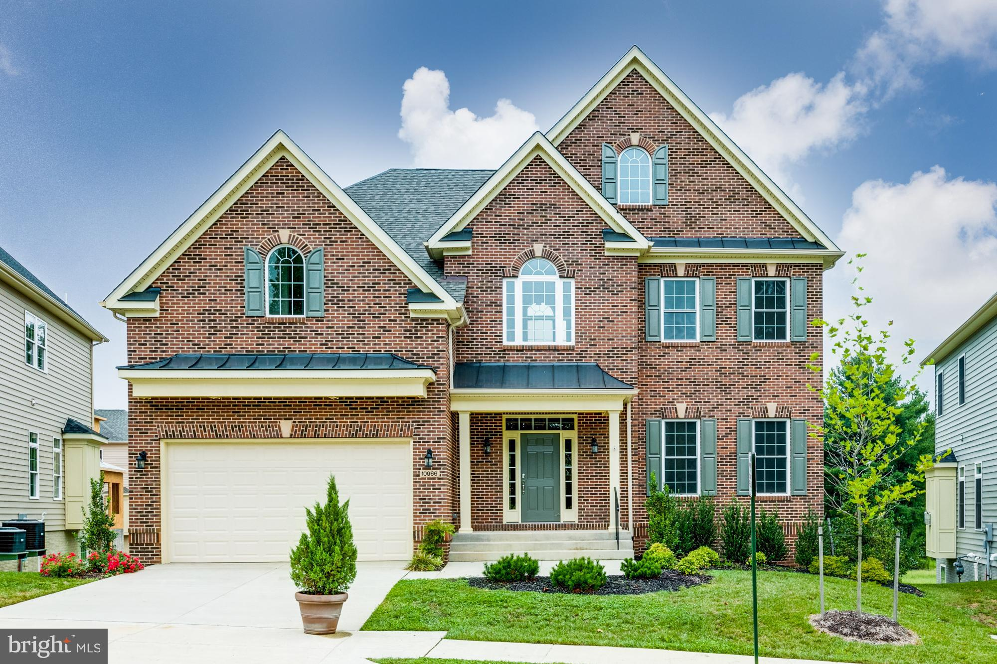 Welcome Home to this beautiful SFH in sought after Ox Road Estates!!! Home features 5 BD/4.5 BA 2 story foyer, gourmet kitchen, SS Appliances, formal DR, HRDWD floors, Granite counter-tops, crown molding, 2 car garage, spacious rec.room,custom paint colors, den,large island, laundry on bedroom level. Builder is offering $10K credit towards options. Act now!!