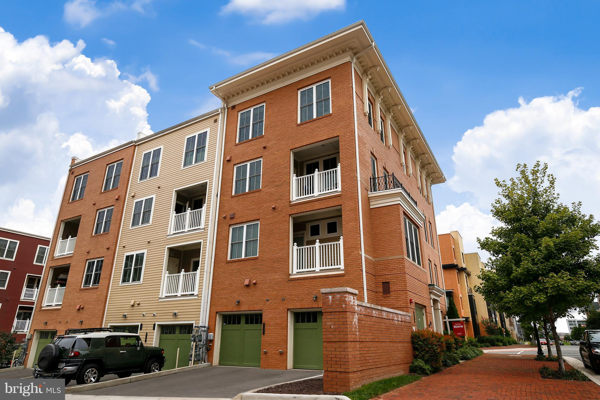 3 Bed townhome with open floor plan and an abundant amount of natural lighting throughout. Features include large kitchen which connects to dining area, perfect for entertaining.  Attached car garage and easy access to DC, Old Town Alexandria & Reagan National Airport.