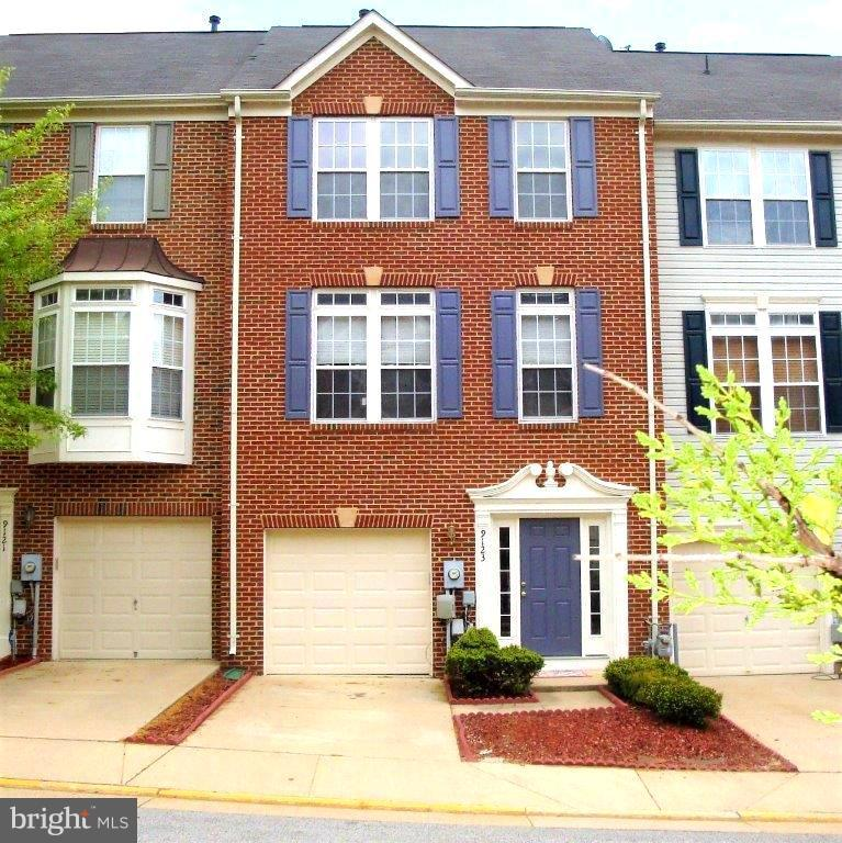 RENOVATED & BEAUTIFUL , 3 FINISHED LEVEL T/H  ---  OPEN FLOOR PLAN -- GOURMET  KITCHEN W / GRANITE & SS  & ISLAND --- LIVING RM W / GAS FIREPLACE OPENING TO SPACIOUS DECK -- HARDWOOD FLOORS ON MN --- NEW CARPET ON U-1 & L-1  EASY ACCESS I-495 , VRE --- FT BELVOIR -- NOT FAR ---