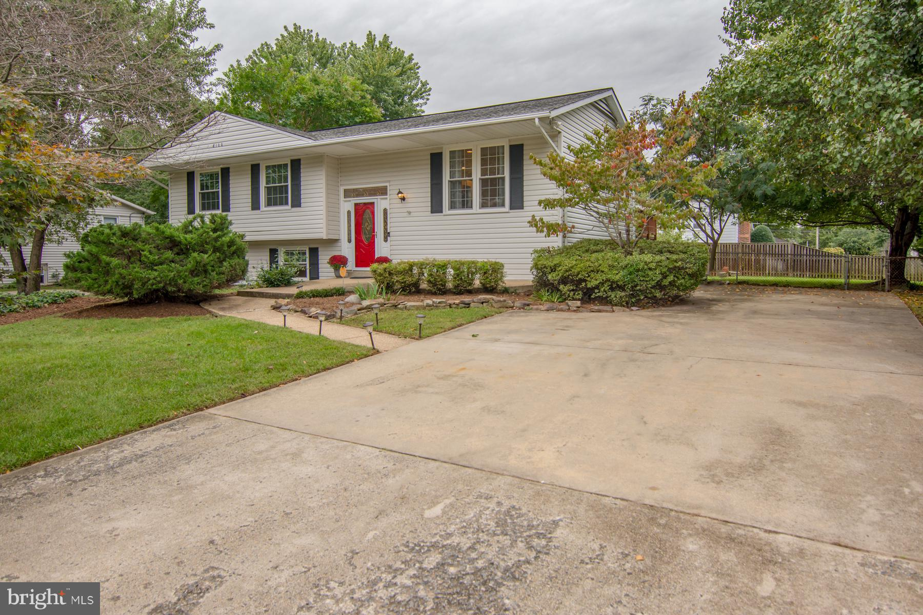 SPACIOUS SPLIT FOYER ON LARGE, WELL MANICURED CORNER LOT. RECENTLY UPDATED KITCHEN AND BATHROOMS, GORGEOUS REFINISHED HARDWOOD FLOORS ON MAIN LEVEL. AN ENTERTAINER'S DECK OVERLOOKING LARGE, FENCED BACKYARD W/LARGE SHED FOR STORAGE. BASEMENT HAS MULTIPLE BONUS ROOMS ALONG WITH A GUEST BEDROOM. EXTRA LARGE DRIVEWAY WITH AMPLE PARKING, IN GROUND SPRINKLER SYSTEM, EASY ACCESS TO ROUTE 1 & FT. BELVOIR.