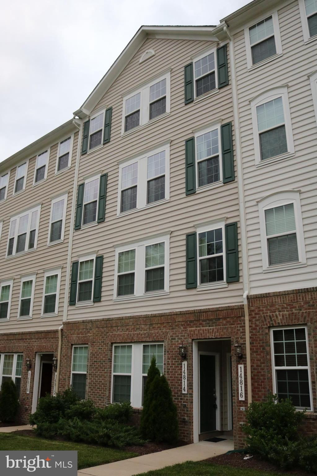 This condo style town home features a gourmet kitchen w/large island open to LR. Spacious Master w/ full en-suite, spacious vanity & lg tiled shower. Additional bedroom & full hallway bath w/tub & shower. Amazing commuter location just .8 mi to I-95, Stonebridge at Potomac TC & Wegmans, 1.3 mi to Potomac Mills, Near VRE, Rt 1, & Quantico
