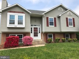 PENDING RELEASE! GREAT LOCATION!! SINGLE HOME W/4 BEDROOMS AND 3 FULL BATHS LOCATED IN QUITE NEIGHBORHOOD. FRESHLY PAINTED,INCLUDED LARGE DECK (HALF SCREENED) FULL BATH W/SOAKING TUB & SEP. SHOWER. HUGE REC.ROOM  WALK-OUT TO BACKYARD. ROOF & A/C (2012),WATER HEATER(2017)GAS RANGE(2018)A/C(2014).