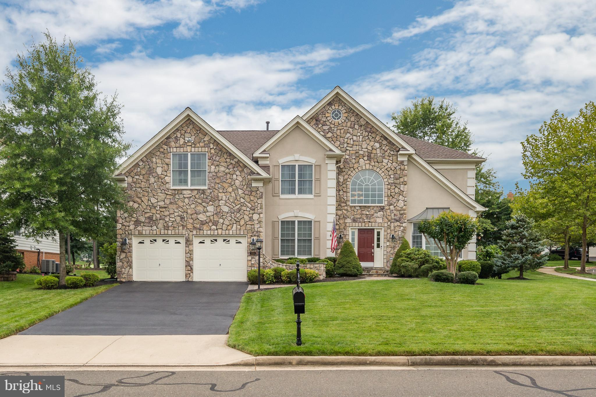 SPECTACULAR HOME ON GOLF COURSE LOT**HARDWOODS ON MAIN LEVEL**MAIN LEVEL LIBRARY W/BUILT-INS**GOURMET KITCH W/UPG GRANITE,CABS, SS APPLIANCES & BACKSPASH**SUNDRENCHED SUN RM W/W-OUT TO TREX DECK & CUSTOM PATIO OVERLOOKING GOLF COURSE**EXTENDED FAM RM W/STONE FP**ELEGANT MASTER SUITE W/SIT RM, HIS/HER CLOSETS & LUX MASTER BATH**FF BASEMENT W/HUGE REC RM, GYM, FULL BA**OVERSIZED GARAGE**MUST SEE!