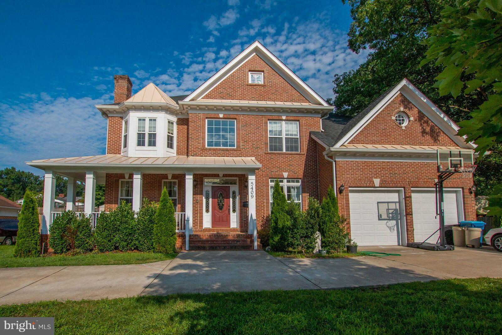 LOCATION, LOCATION, LOCATION, Bright and Beautiful Colonial in sought after North Springfield. Open floor plan with many updates. Home features 6 bedrooms and 4.5 baths. Hardwood floors, Large, cozy master bedroom, and much more!