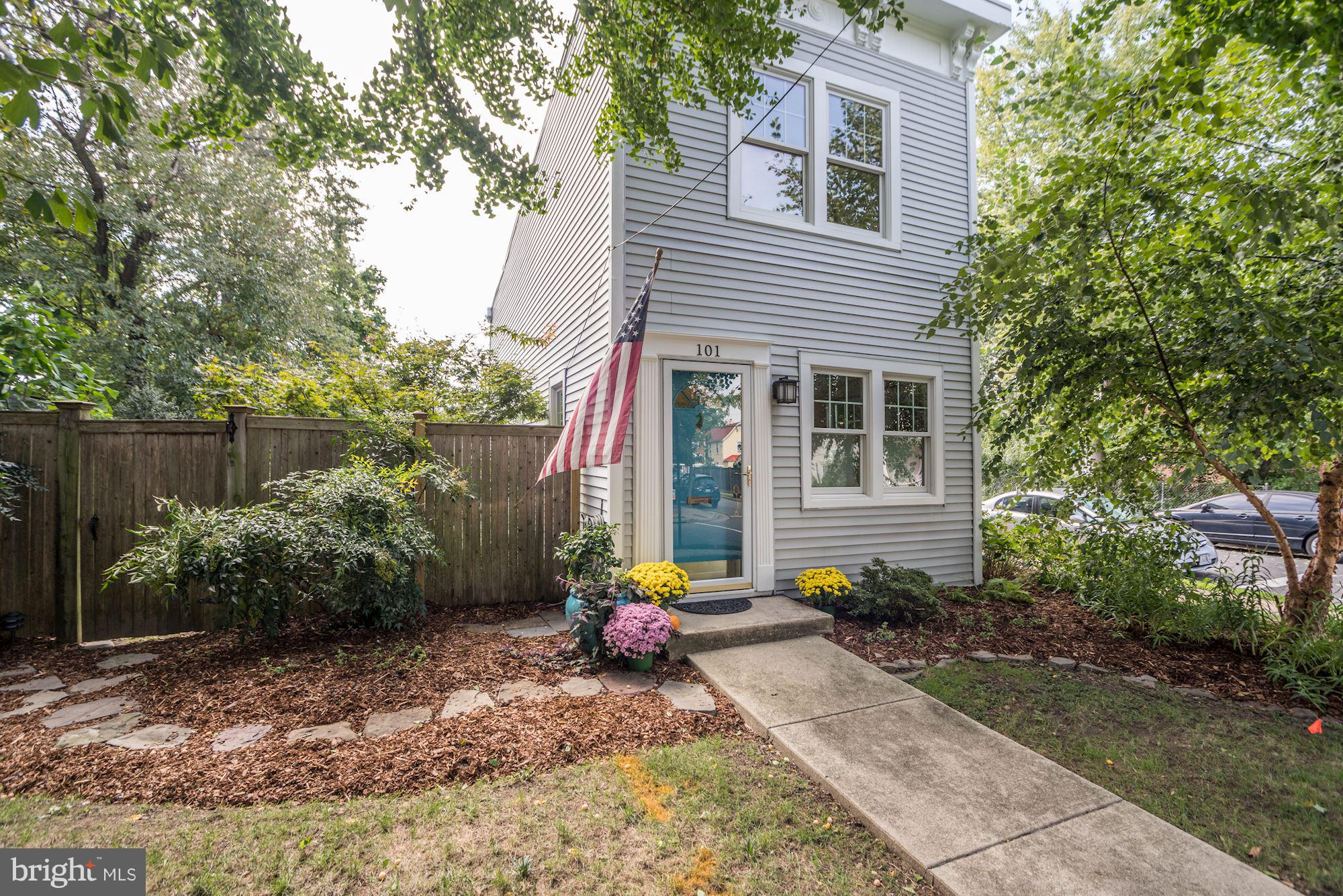 RARE in Del Ray! Italianate Rowhouse Built in 1895, Bright & Light, Detached SFH, Gorgeous Master w/vaulted ceiling & custom walk-in closet. Entertainment Kitchen,original pine floors & walls, fenced back- yard,prof. landscaped,off-street parking. Updates inc.new A/C, New Kitchen Appliances,Extensive Outdoor Low-Voltage Lighting System w/4 zone controllers.Just 1 blk from The Avenue.Open 10/14 1-4