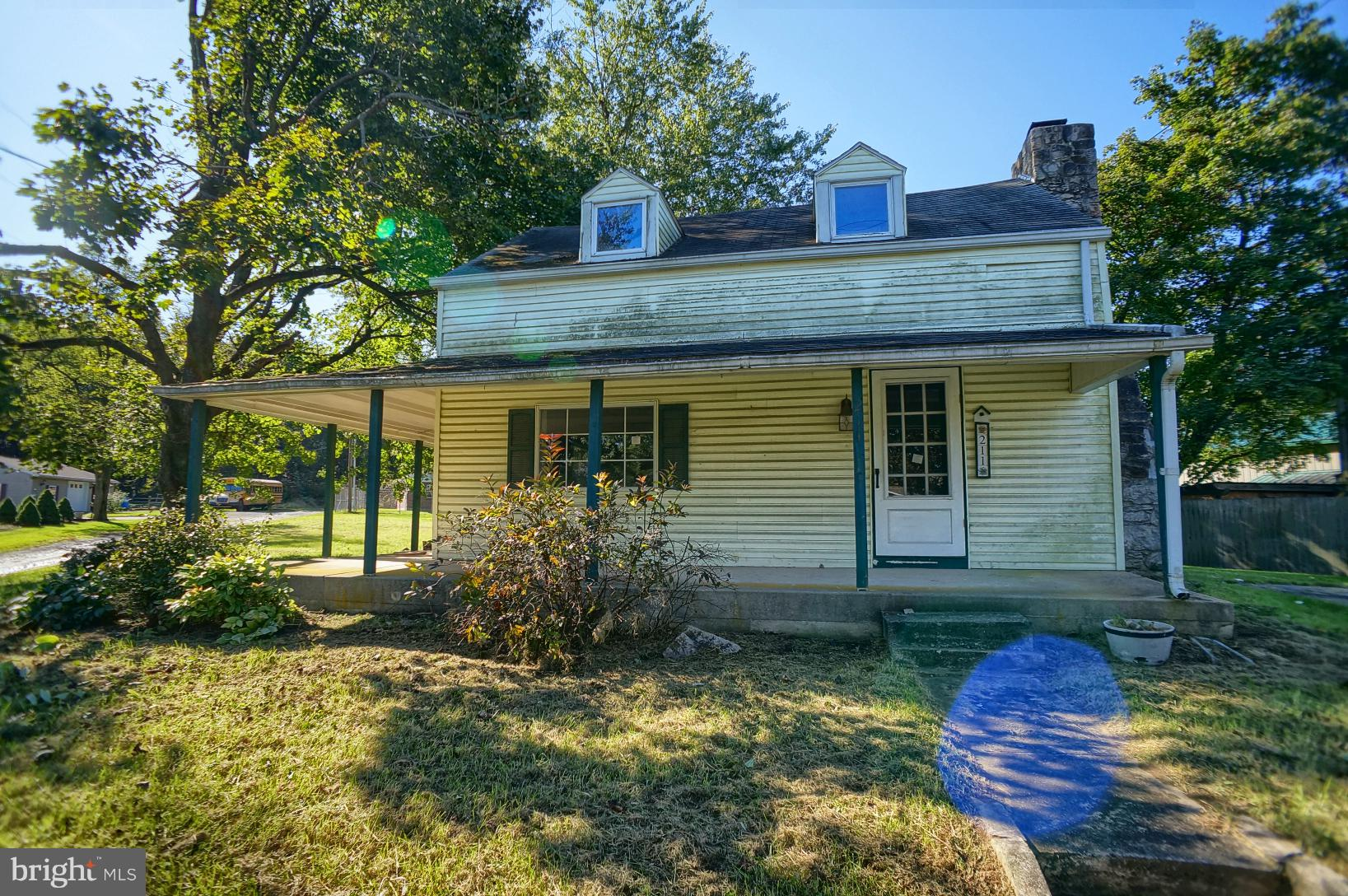 211 W PINE STREET, MOUNT HOLLY SPRINGS, PA 17065