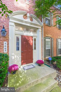 5665 Harrington Falls, Alexandria, VA 22312