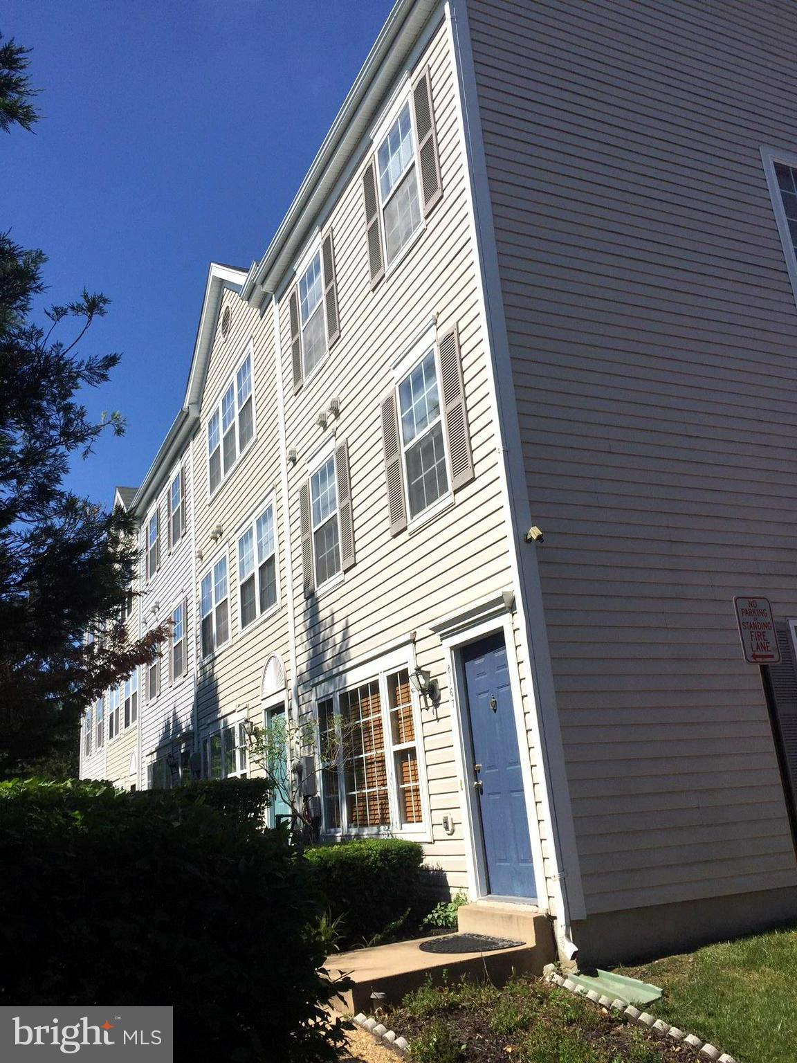 BACK ON MARKET W/BRAND NEW HVAC,fridge,main level flooring,etc(Oct2018),new carpet(spring2018).Bright End Unit Condo/Townhouse.Sought after South County School district.Great neighborhood.Close to I95 exit & Lorton VRE for easy commute. 3 good size bdrms w/ double door closets. Vaulted ceilings. MBR has spacious ensuite full bath & wall-to-wall His & Hers Closets.So much for amazing price!