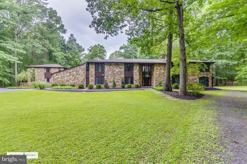Grand-scale contemporary residence and separate 2 bedroom / 2 full bath guest house on 6.8 private, wooded acres at the end of a cul-de-sac.  Perfect for compound or estate living with large, scenic pond.  True, close-in Great Falls location.  Listing includes two Fairfax Co tax IDs 0134070018 & 0134010008A.  Beautiful property.