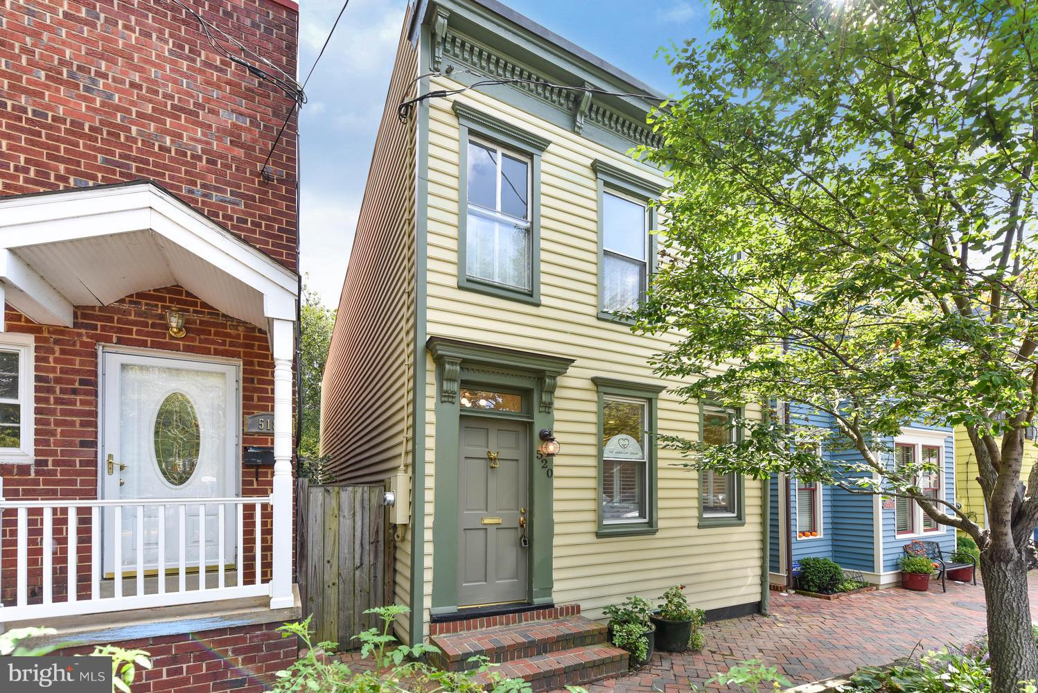 Located in popular SE quadrant of Old Town.1870's TH harmoniously combines historic charm/modern luxuries. Enjoy HWF on ML, bright rooms thru/out, gas fp, arched doorways, sep DR+LR, large reno KIT & desirable outdoor space w/patio. MBR w/2 closets+spacious attic. Updated baths. NEW PARKING PAD INSTALLED (1 CAR) in back. Additional perks - 4.5 blocks to King St/river for shops/dining+more.