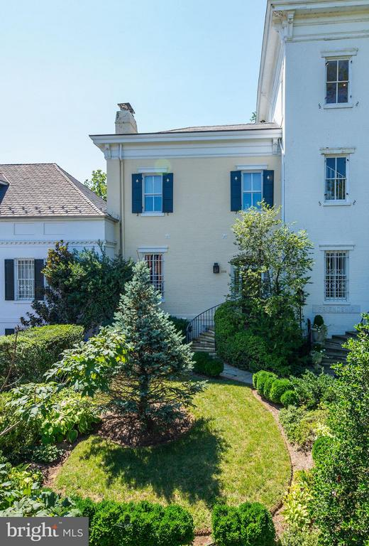 Historic home with views of Georgetown! 3 bedrooms, 3.5 baths, parking and pool! Magnificent living room with high ceilings filled with light! Lower level walks out to garden with pool. Upper levels with gorgeous views of Georgetown and the National Cathedral.