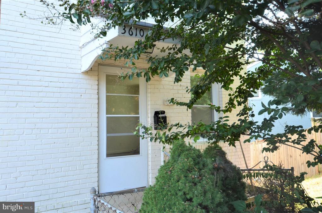 3610 KEMPER ROAD, ARLINGTON, Virginia 22206, 3 Bedrooms Bedrooms, ,2 BathroomsBathrooms,Residential Lease,For Rent,KEMPER,VAAR161076