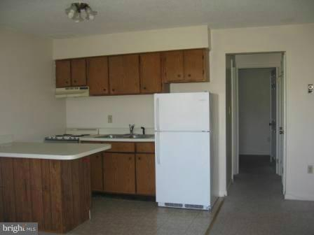 One bedroom, one bath apartment in Willowbrook. Living/Kitchen combo, one parking space, rear entrance. Just off Rt. 340 & Rt. 9, close to Charles Town Races & Slots, available now. Credit Check, Trash included, Tenant responsible for electric.