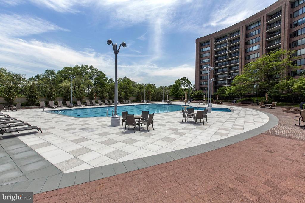 Photo of 1805 Crystal Dr #602s