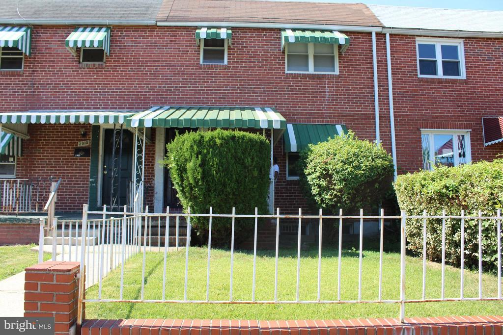 Back on the market!!!! Beautiful 4 bedroom 2 full bathrooms town home.  Original brick and beautiful hardwood floors throughout! Enjoy the spacious backyard, perfect for family gatherings or for additional parking! Come and take a look at this great opportunity. Don't miss out! AS IS!