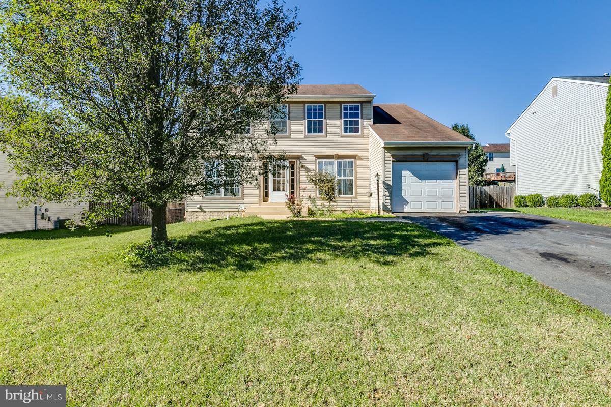 Great spacious home~Large family room~kitchen w/island~ breakfast area leading to patio with fenced in back yard. Fully finished basement w/ rec room~ office/den** NO HOA FEES** Newer water heater, New painted exterior trim.