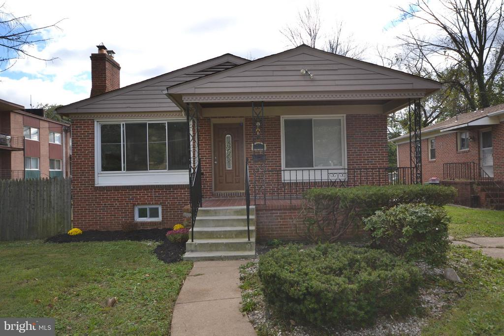 MOVE RIGHT INTO THIS BEAUTIFULLY RENOVATED 3BR/2.5BA PORCH FRONT RANCHER. GLEAMING HARDWOOD FLOORS ON MAIN LEVEL. NEW KITCHEN WITH GRANITE COUNTERS AND STAINLESS APPLIANCES. MASTER BEDROOM SUITE WITH FULL BATH. LOWER LEVEL HAS A REC ROOM, EXERCISE ROOM, .5 BATH, LAUNDRY AREA AND TONS OF STORAGE SPACE.