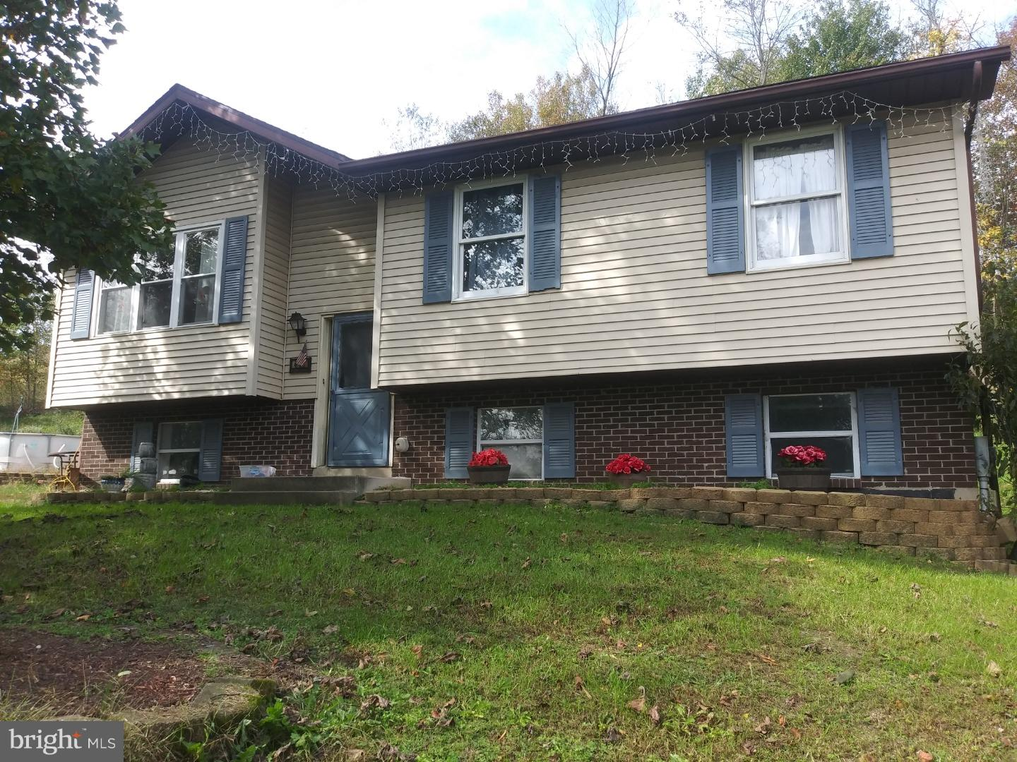 411 GOLF ROAD, TAMAQUA, PA 18252